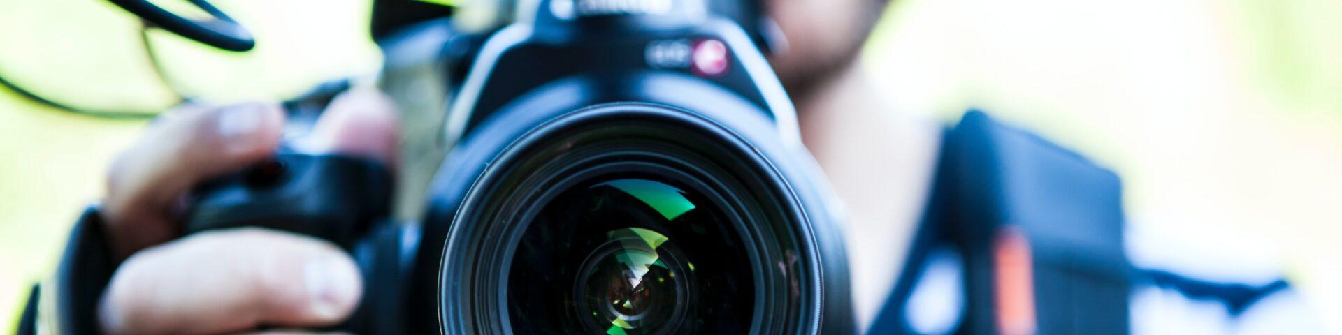 Foto van een camera als illustratie op pagina perscontact
