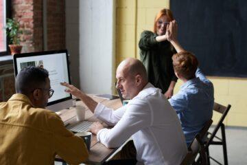 mensen werken samen illustratie bij na pensioen werken